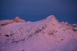 TEMENBILD - Mölltaler Gletscher ist der Name für ein Skigebiet in Österreich, Kärnten, in der Nähe von Flattach. Das Skigebiet ist im Besitz der Schultz Gruppe. Das Skigebiet dient in den Sommer und Herbstmonaten als T Trainingstätte für den Internationalen Ski Zirkus. Aufgenommen am 17.10.2012. Hier im Bild Hoher Sonnblick (3.106m) mit ZAMG Observatorium im Morgenlicht  // THEME IMAGE FEATURE - Moelltal Glacier is the name of a ski resort in Austria, Carinthia, near Flattach. The resort is owned by the Schultz group. The ski area is in the summer and autumn months as T training venue for the International Ski Circus. The image was taken on october, 17th, 2012. Picture shows High Sonnblick (3.106m) with ZAMG Observatory in morning light. EXPA Pictures © 2012, PhotoCredit: EXPA/ J. Groder