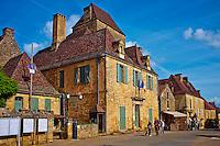 France, Aquitaine, Dordogne (24), Perigord Noir, vallee de la Dordogne, Domme, labellise Plus Beaux Villages de France, bastide de Domme // France, Aquitaine, Dordogne, Perigord Noir, Dordogne valley, village of Domme