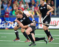 THE HAGUE - Andy Hayward of NZ scores. South Africa vs New Zealand during the Rabobank World Cup Hockey 2014. PHOTO KOEN SUYK