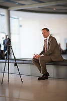 DEU, Deutschland, Germany, Berlin, 24.07.2019: FDP-Partei- und Fraktionschef Christian Lindner bei der Aufzeichnung eines Videos mit einem Smartphone für einen Social Media Kanal der FDP-Fraktion im Deutschen Bundestag.