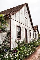 Casa de madeira no distrito de Rio Vermelho. São Bento do Sul, Santa Catarina, Brasil. / <br /> Wooden house at Rio Vermelho district. São Bento do Sul, Santa Catarina, Brazil.