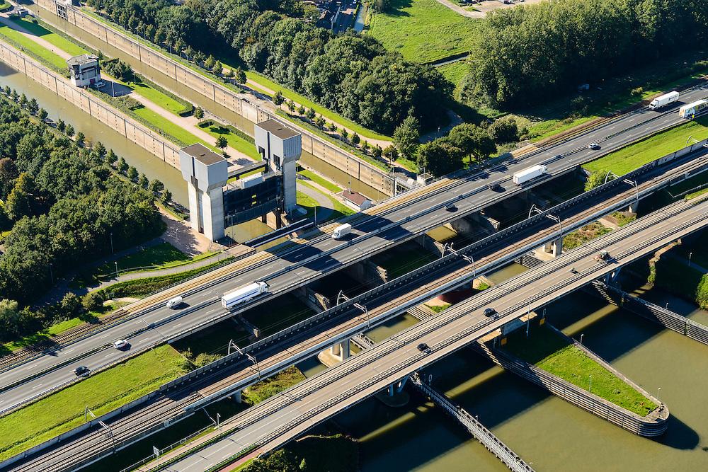 Nederland, Gelderland, Tiel, 30-09-2015; Prins Bernhard Sluis, Amsterdam-Rijnkanaal. Infrastructuur bundel met A15 en Betuweroute.<br /> Amsterdam-Rhine channel with locks.<br /> luchtfoto (toeslag op standard tarieven);<br /> aerial photo (additional fee required);<br /> copyright foto/photo Siebe Swart