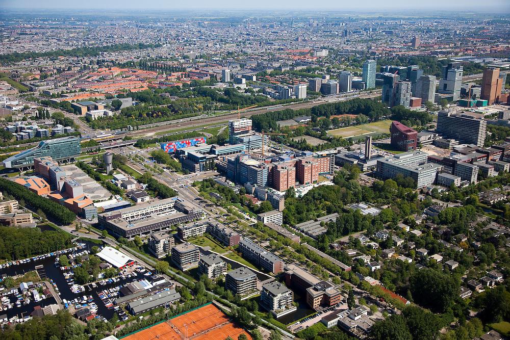 Nederland, Noord-Holland, Amsterdam, 12-05-2009; Groot overzicht Zuidas: links langs de ringweg A10 ING House (het hoofdkantoor ING) en daarnaast kantoorgebouw De Zuiderhof. In het midden de Vrije Universiteit (VU) met Academisch Ziekenhuis, Opleidingscentrum Zorg en Welzijn (OCW) en Hoofdgebouw. Rechts boven het midden Mahler 4 en Gershwin, hoofdkantoor ABN-AMRO en WTC. In de achtergrond Amsterdam-Zuid met binnenstad aan de verre horizon..Swart collectie, luchtfoto (toeslag); Swart Collection, aerial photo (additional fee required).foto Siebe Swart / photo Siebe Swart