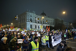 26.01.2018, AUT, Demonstration gegen den Akademikerball in Wien, im Bild Demonstranten // during protest against the 'Akademiker Ball' of the FPOE - Freedom Party Austria, in Vienna, Austria on 2018/01/26. EXPA Pictures © 2017, PhotoCredit: EXPA/ Florian Schroetter