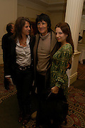 Tracey Emin, Ronnie Wood and Zoe Manzi. South Bank Show Awards, The Savoy Hotel. London. 27 January 2005. ONE TIME USE ONLY - DO NOT ARCHIVE  © Copyright Photograph by Dafydd Jones 66 Stockwell Park Rd. London SW9 0DA Tel 020 7733 0108 www.dafjones.com