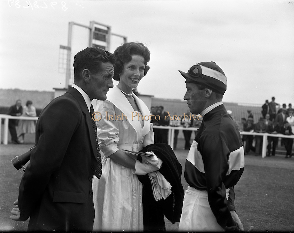 """24/06/1959<br /> 06/24/1959<br /> 24 June 1959<br /> Irish Derby at the Curragh Racecourse. Picture shows Mrs A.B. Biddle,owner of """"Bois Belleau"""", second in the Derby, chatting to her trainer T. Shaw and jockey L. Ward before the race."""