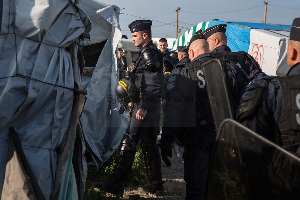 """Calais, Pas-de-Calais, France - 25.10.2016    <br />  <br /> Beginn of the camp destruction on the 2nd day of the eviction on the so called """"Jungle"""" refugee camp on the outskirts of the French city of Calais. Many thousands of migrants and refugees are waiting in some cases for years in the port city in the hope of being able to cross the English Channel to Britain. French authorities announced a week ago that they will evict the camp where currently up to up to 10,000 people live.<br /> <br /> Beginn des Camp Abrisses am zweiten Tag der Raeumung des so genannte """"Jungle""""-Fluechtlingscamp in der französischen Hafenstadt Calais. Viele tausend Migranten und Fluechtlinge harren teilweise seit Jahren in der Hafenstadt aus in der Hoffnung den Aermelkanal nach Großbritannien ueberqueren zu koennen. Die franzoesischen Behoerden kuendigten vor einigen Wochen an, dass sie das Camp, indem derzeit bis zu bis zu 10.000 Menschen leben raeumen werden. <br /> <br /> Photo: Bjoern Kietzmann"""