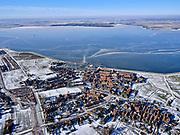 Nederland, Noord-Holland, Gemeente Waterland, 13-02-2021; Marken in de winter, het IJsselmeer (Markermeer) is deels bevroren. In de voorgrond de Havenbuurt , in het verschiet de Gouwzee. Kenmerkend voor het winterse weer zijn de verschillende tinten blauw van het bevroren water.<br /> Marken in winter, the IJsselmeer (Markermeer) is partly frozen. In the foreground the harbour district, in the distance the Gouwzee.<br /> <br /> luchtfoto (toeslag op standaard tarieven);<br /> aerial photo (additional fee required)<br /> copyright © 2021 foto/photo Siebe Swart