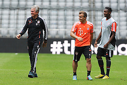 14.05.2013, Allianz Arena, Muenchen, GER, UEFA CL, FC Bayern Muenchen, Medientag, im Bild V.l.n.r.: Trainer Jupp HEYNCKES (FC Bayern Muenchen), Xherdan SHAQIRI (FC Bayern Muenchen) und David ALABA (FC Bayern Muenchen) gutgelaunt // during the open media day of FC Bayern Munich in front of the UEFA Champions League Final 2013 held at the Alianz Arena, Munich, Germany on 2013/05/14. EXPA Pictures © 2013, PhotoCredit: EXPA/ Eibner/ Wolfgang Stuetzle..***** ATTENTION - OUT OF GER *****