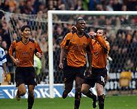 Fotball<br /> Championship England 2004/05<br /> Wolverhampton Wanderers v Queens Park Rangers<br /> 23. oktober 2004<br /> Foto: Digitalsport<br /> NORWAY ONLY<br /> CARL COURT CELEBRATES WOLVES 1ST GOAL WITH KENNY MILLER & SEOL KI-HYEON