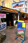 ECUADOR, QUITO, LIFESTYLE New Town; Cyber Cafes