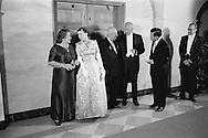 1959.  Nikita Khrushchev's wife, Nina, talking to Mamie Eisenhower, and Khruschev talking to Ike Eisenhower, President of the United States, in full gala tenue.<br /> <br /> 1959. La femme de Nikita Khrouchtchev , Nina, parlant à Mamie Eisenhower et Khrouchtchev parlant à Ike Eisenhower , Président des États-Unis, en pleine tenue de gala .