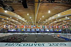 12-02-2010 SCHAATSEN: OLYMPISCHE SPELEN: TRAINING: VANCOUVER<br /> In de vroege ochtend werd de training afgewerkt /  Richmond Olympic Oval, ijsstadion <br /> ©2010-WWW.FOTOHOOGENDOORN.NL