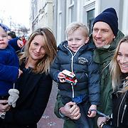 NLD/Leiden/20130210 - Premiere Woezel & Pip - Alles is fijn, Lieke van Lexmond met nichtje, zus Jetteke en haar man