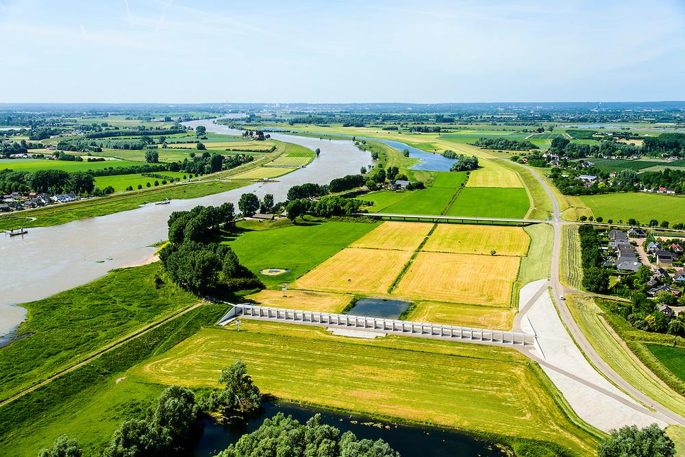 Nederland, Gelderland, Gemeente Lingewaard, 09-06-2016; de Groene rivier bij Pannerden, overloopgebied met regelwerk, parallel aan Pannerdensch Kanaal (links, overgaand in Neder-Rijn). Vlak voor Pannerden splits de Rijn in Waal en Pannerdensch Kanaal, bij hoogwater verdeelt het regelwerk het water vanuit de Rijn naar de beide riviertakken.<br /> In het verleden was er een overlaat op de plaats van het regelwerk.<br /> <br /> <br /> Green River in Pannerden, overflow area parallel to Pannerdensch channel (left, also named Lower Rhine). Just befor Pannerden, the Rhine and Waal splits in Pannerdensch Channel and Waal, at high waters the control works distributes the water from the Rhine to the two river branches.<br /> luchtfoto (toeslag op standard tarieven);<br /> aerial photo (additional fee required);<br /> copyright foto/photo Siebe Swart