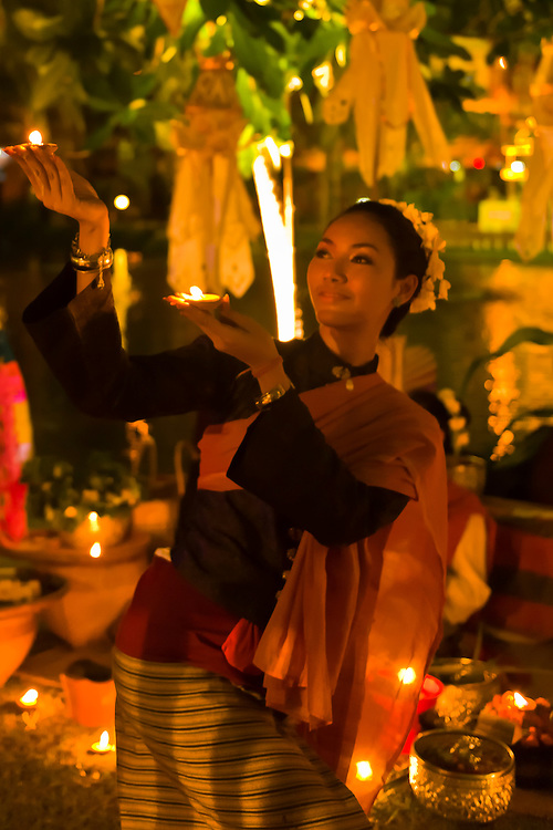 Thai woman, Ladawan Palace, Bangkok, Thailand
