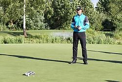 23.06.2015, Golfclub München Eichenried, Muenchen, GER, BMW International Golf Open, Show Event, im Bild Die Spieler muessen versuchen mit einem Modellauto den Golfball einzulochen, Henrik Stenson (SWE) // during the Show Event of BMW International Golf Open at the Golfclub München Eichenried in Muenchen, Germany on 2015/06/23. EXPA Pictures © 2015, PhotoCredit: EXPA/ Eibner-Pressefoto/ Kolbert<br /> <br /> *****ATTENTION - OUT of GER*****