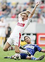 Fotball<br /> Foto: imago/Digitalsport<br /> NORWAY ONLY<br /> <br /> 22.07.2005<br /> <br /> Jon Dahl Tomasson (Stuttgart, vorn) wird von Malik Fathi (Hertha) unsanft zu Fall gebracht, fällt dabei aber auch etwas theatralisch