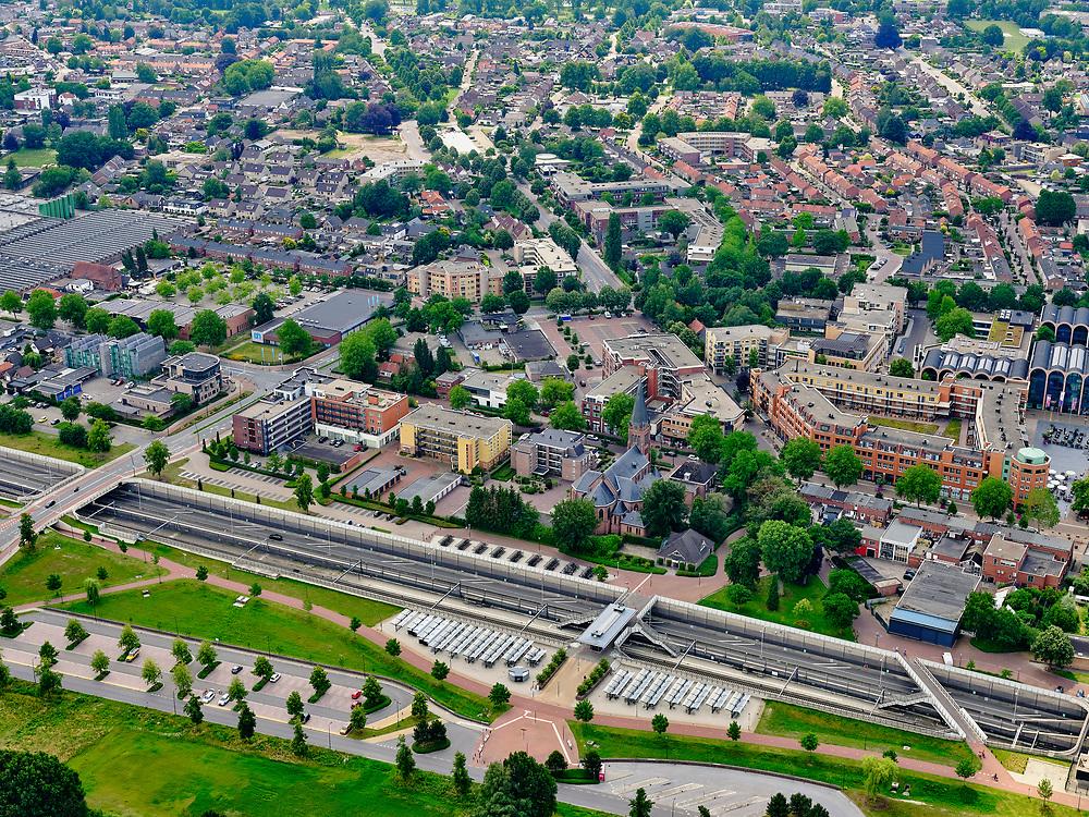 Nederland, Overijssel, Gemeente Hellendoorn; 21–06-2020; Twente, Nijverdal. Centrum van de stad met Salland-Twentetunnel. NS Station. Sinds 2015 lopen de spoorlijn Zwolle - Almelo en provinciale weg N35 door deze combitunnel.<br /> Twente, Nijverdal. City center with Salland-Twente tunnel. The Zwolle - Almelo railway line and the N35 provincial road are running through this combination tunnel.<br /> <br /> luchtfoto (toeslag op standaard tarieven);<br /> aerial photo (additional fee required)<br /> copyright © 2020 foto/photo Siebe Swart