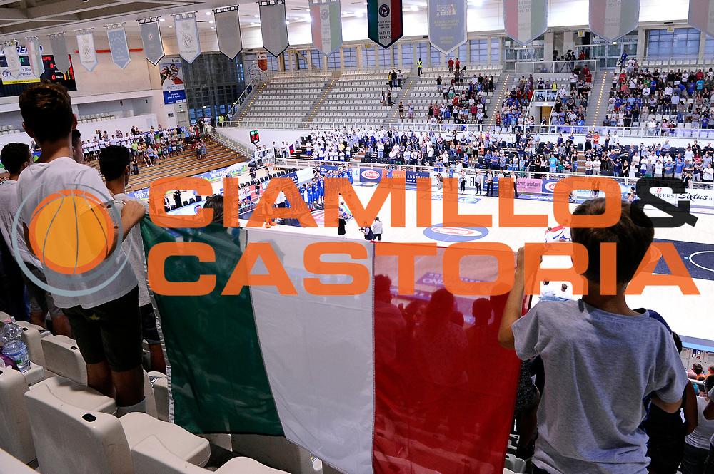 DESCRIZIONE : Trento Nazionale Italia Uomini Trentino Basket Cup Italia Paesi Bassi Italy Netherlands <br /> GIOCATORE : tifosi<br /> CATEGORIA : tifosi composizione<br /> SQUADRA : Italia Italy<br /> EVENTO : Trentino Basket Cup<br /> GARA : Italia Paesi Bassi Italy Netherlands<br /> DATA : 30/07/2015<br /> SPORT : Pallacanestro<br /> AUTORE : Agenzia Ciamillo-Castoria/Max.Ceretti<br /> Galleria : FIP Nazionali 2015<br /> Fotonotizia : Trento Nazionale Italia Uomini Trentino Basket Cup Italia Paesi Bassi Italy Netherlands