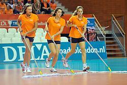 18-09-2011 VOLLEYBAL: DELA TROPHY NEDERLAND - TURKIJE: ALMERE<br /> Nederland wint met 3-0 van Turkije en wint hierdoor de DELA Trophy / Floormoppers, vegers<br /> ©2011-FotoHoogendoorn.nl