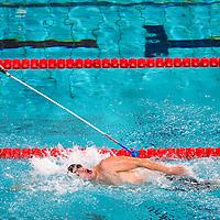 Nederland, Eindhoven, 19-08-2010.<br /> Zwemmen, Internationaal, IPC Swimming World Championships.<br /> Een coach geeft middels een lange stok een visueel gehandicapte deelnemer tijdens de finale aan wanneer het keerpunt nadert.<br /> Foto : Klaas Jan van der Weij