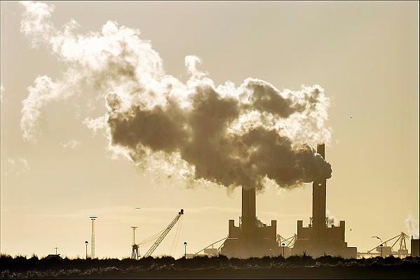 Nederland, Rotterdam, 20-9-2015 Maasvlakte. De elektriciteitscentrale van E-ON. Kolencentrale, co2 uitstoot, kolen, kolengestookte, eon, the new land. Foto: Flip Franssen/HH