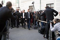 07.01.2020, Ballhausplatz, Wien, AUT, Bundesregierung, Angelobung der neuen Türkis Grünen Bundesregierung, im Bild Grünen-Chef Werner Kogler und ÖVP-Chef Sebastian Kurz // Head of the Greens Werner and Kogler and Head of the Austrian People's Party Sebastian Kurz on the way to Hofburg Palace during inauguration of the new government of Austrian Peoples Party and Austrian Green Party at Ballhausplatz in Vienna, Austria on 2020/01/07 EXPA Pictures © 2020, PhotoCredit: EXPA/ Michael Gruber