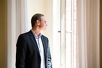 DEU, Deutschland, Germany, Berlin, 14.06.2017: Der Regierende Bürgermeister von Berlin, Michael Müller (SPD), posiert für ein Portrait vor seinem Büro im Roten Rathaus.