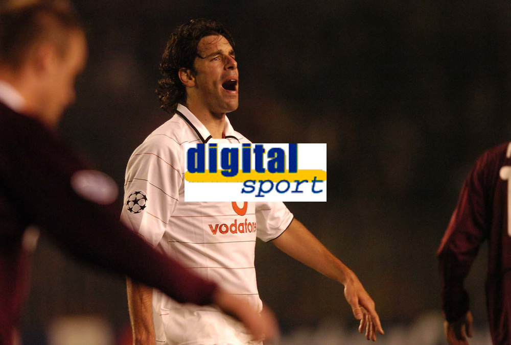 Fotball<br /> UEFA Champions League 2004/2005<br /> Foto: SBI/Digitalsport<br /> NORWAY ONLY<br /> <br /> Sparta Praha v Manchester United<br /> 19/10/2004.<br /> <br /> Ruud Van Nistelrooy shows his anguish at a close miss.
