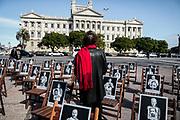 20210520/ Javier Calvelo - adhocFOTOS/ URUGUAY/ MONTEVIDEO/ Plaza 1 de Mayo/ Conferencia de prensa del PIT-CNT y Secretaria DDHH y Políticas Sociales del PIT-CNT en la Plaza 1° de Mayo con motivo de la 26° Marcha del Silencio convocada por Madres y Familiares de Detenidos Desaparecidos.<br /> En la foto: Fotografias del proyecto Imagenes del Silencio durante la conferencia de prensa del PIT-CNT con motivo de la 26° Marcha del Silencio en la Plaza 1° de Mayo en Montevideo. Foto: Javier Calvelo / adhocFOTOS