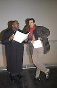 Julian Isaac and Anthony gormley. Carnegie Art Award exhibition. Victoria Miro Gallery. 8 January 2001. © Copyright Photograph by Dafydd Jones 66 Stockwell Park Rd. London SW9 0DA Tel 020 7733 0108 www.dafjones.com