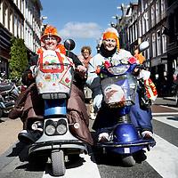 Nederland, Amsterdam , 29 april 2013..Bij ons in de PC Hooftstraat..De zusjes Loes en Gerda van Hijtigenberg uit Geleen zijn er helemaal klaar voor. Koninginnendag en de Kroning van Prins Willem Alexander van Oranje..Foto:Jean-Pierre Jans