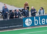 BLOEMENDAAL  -  supporters bloemendaal, met Ton van Rheenen, Hans van de Leij, Diederik Korthals Altes, Pepijn Post, Stijn Roozendaal,  tijdens de oefenwedstrijd Bloemendaal-Den Bosch (m) .  COPYRIGHT KOEN SUYK