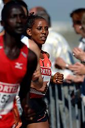 15-04-2007 ATLETIEK: FORTIS MARATHON: ROTTERDAM<br /> In Rotterdam werd zondag de 27e editie van de Marathon gehouden. De marathon werd rond de klok van 2 stilgelegd wegens de hitte en het grote aantal uitvallers / Adanech Zekiros ETH<br /> ©2007-WWW.FOTOHOOGENDOORN.NL