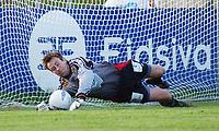 Keeper Kim Deinoff, Aalesund, redder det første straffesparket til Kongsvinger. <br /> <br /> Fotball: Kongsvinger - Aalesund 2-2 (5-2 e. straffer). NM 2004 herrer, 3. runde. 8. juni 2004. (Foto: Peter Tubaas/Digitalsport.