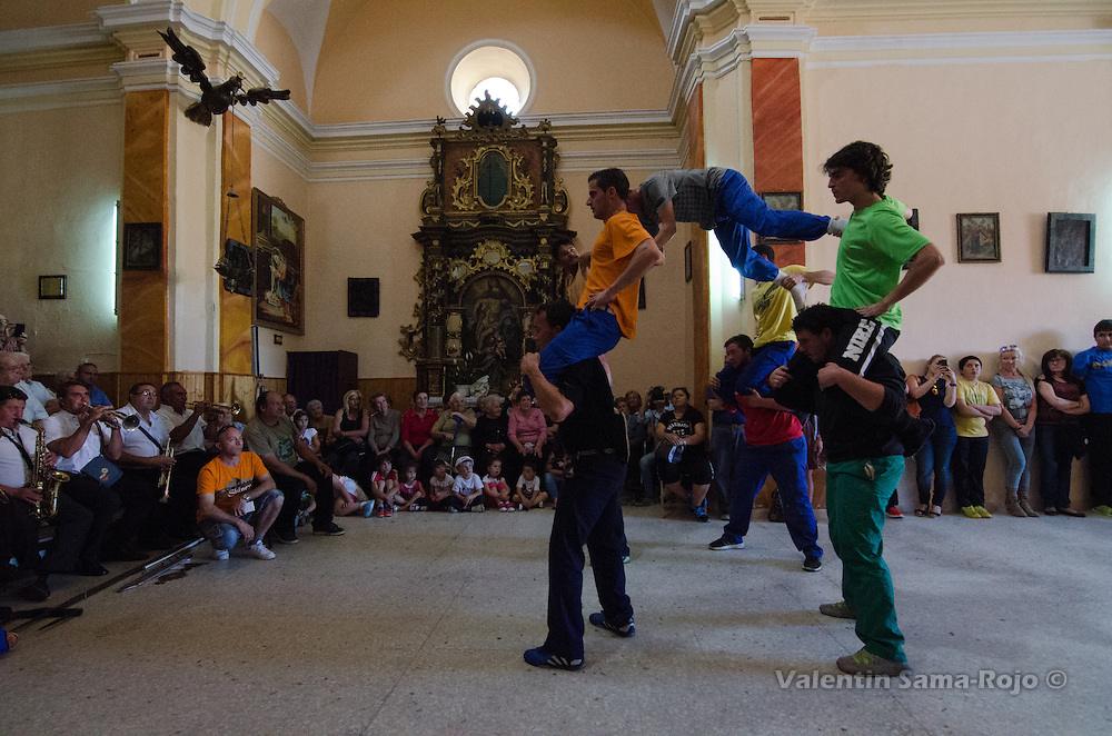 Men dacing during the rehearsal of Cetina's Contradanza in 'San Juan Lorenzo' hermitage.