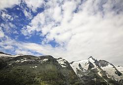 THEMENBILD - Großglockner Hochalpenstraße, Blick von der Kaiser-Franz-Josefs-Höhe zum Großglockner. Sie verbindet die beiden Bundesländer Salzburg und Kärnten mit einer Länge von 48 Kilometern und ist als Erlebnisstraße von großer touristischer Bedeutung, aufgenommen am 1. August 2015, Heiligenblut, Österreich // View to the Großglockner. The Großglockner High Alpine Road connects the two provinces of Salzburg and Carinthia with a length of 48 km and is as an adventure road priority of tourist interest at Heiligenblut, Austria on 2015/08/01. EXPA Pictures © 2015, PhotoCredit: EXPA/ Martin Huber