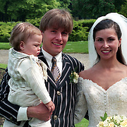 NLD/Haarzuilens/19940517 - Huwelijk Rob Witschge en Barbara van den Boogaard in kasteel Haarzuilen, groepsfoto gasten,