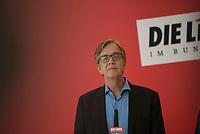 DEU, Deutschland, Germany, Berlin, 12.04.2016: Dr. Dietmar Bartsch, Vorsitzender der Bundestagsfraktion von DIE LINKE, bei einem Pressestatement vor Beginn der Fraktionssitzung der Linkspartei im Deutschen Bundestag.