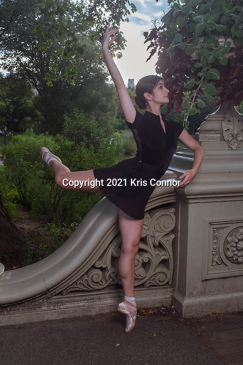 Dancers Siabhan and Alia Gizzi pose for portraits in Central Park and at the American Museum of Natural History in New York City on August 15th, 2021. Photo by Kris Connor.