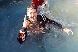 FORMEL 1: GP von Monaco, Monte Carlo, 29.05.2011<br /> Jubel von Sieger Sebastian VETTEL (GER, Red Bull Racing) im Pool<br /> � pixathlon *** Local Caption *** +++ www.hoch-zwei.net +++ copyright: HOCH ZWEI +++