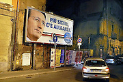 Italie, Caserta, 6-3-2008..Verkiezingen in Italië. Affiche van de Alliantie. Zij willen Berlusconi opnieuw als president. Fini...Foto: Flip Franssen