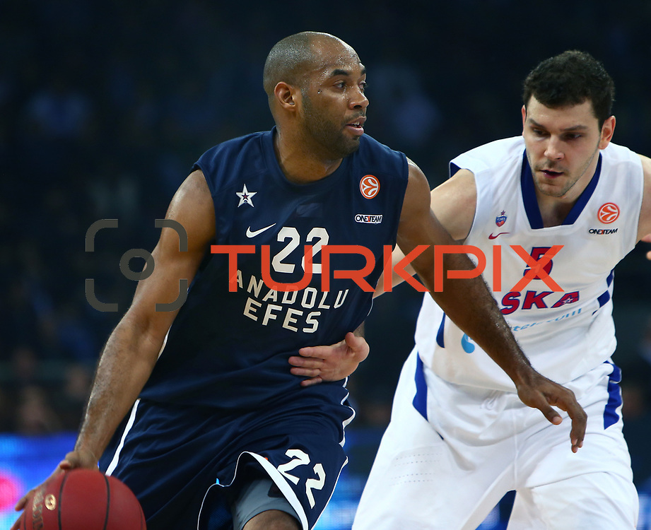 Anadolu Efes's Alfred Jamon Lucas (C) and CSKA Moscow's Vladimir Micov (R) during their Euroleague Top 16 game 8 basketball match Anadolu Efes between CSKA Moscow at the Abdi Ipekci Arena in Istanbul at Turkey on Friday, February, 22, 2013. Photo by TURKPIX