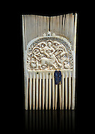 Medieval ivory comb with a central relief panel depicting David defeating a Lion. Third quarter of the 9th cent. AD from Metz. Inv. OA 354, The Louvre Museum, Paris. .<br /> <br /> If you prefer you can also buy from our ALAMY PHOTO LIBRARY  Collection visit : https://www.alamy.com/portfolio/paul-williams-funkystock/romanesque-art-antiquities.html . Type-         Ivory      - into the LOWER SEARCH WITHIN GALLERY box. Refine search by adding background colour, place, museum etc<br /> <br />  Visit our MEDIEVAL PHOTO COLLECTIONS for more   photos  to download or buy as prints https://funkystock.photoshelter.com/gallery-collection/Medieval-Romanesque-Art-Antiquities-Historic-Sites-Pictures-Images-of/C0000uYGQT94tY_Y