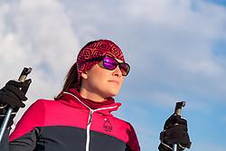 THEMENBILD - Portrait einer Langläuferin mit verspiegelter Sonnenbrille, in der sich die Bergkulisse spiegelt, aufgenommen am 4. Feber 2018 in Zell am See, Österreich // Portrait of a cross-country skier with mirrored sunglasses, reflecting the mountain scenery, Zell am See, Austria on 2018/02/04. EXPA Pictures © 2018, PhotoCredit: EXPA/ JFK