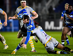 Paolo Odogwu of Wasps attempts a tackle on Ben Spencer of Bath Rugby - Mandatory by-line: Andy Watts/JMP - 08/01/2021 - RUGBY - Recreation Ground - Bath, England - Bath Rugby v Wasps - Gallagher Premiership Rugby