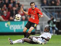 Fotball<br /> Frankrike<br /> Foto: DPPI/Digitalsport<br /> NORWAY ONLY<br /> <br /> FOOTBALL - FRENCH CHAMPIONSHIP 2008/2009 - L1 - STADE RENNAIS FC v FC GIRONDINS BORDEAUX - 29/04/2009 - ROMAIN DANZE (REN) / SOULEYMANE DIAWARA (BOR)
