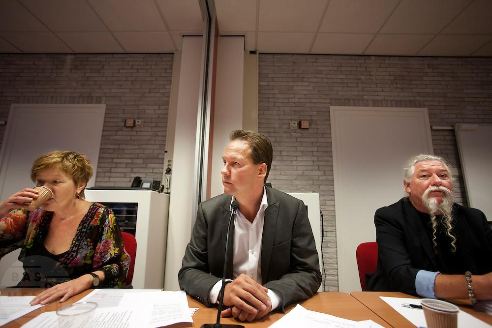 Bondsvoorzitter John Kerstens (midden) tijdens de Bondsraad. De Bondsraad van FNV Bouw vergadert in Woerden over het pensioenakkoord. De vakbond is akkoord gegaan met het gewijzigde pensioenakkoord en daarmee is er een meerderheid binnen de FNV gehaald.<br /> <br /> Chairman John Kerstens (center). The Dutch trade union FNV Bouw is negotiating on the pension agreement with the Dutch government. The members agreed.