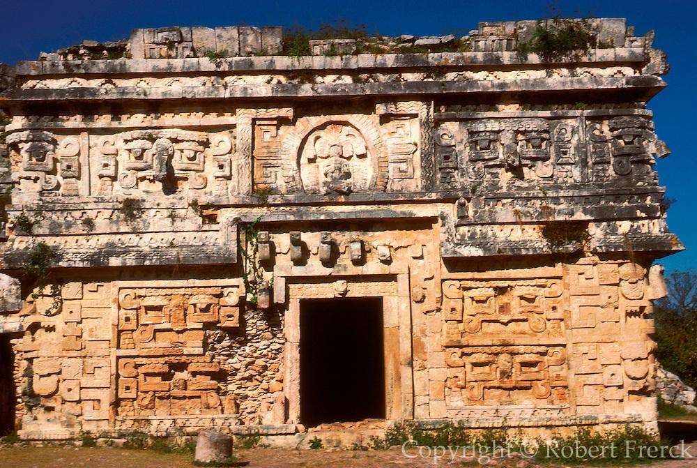 MEXICO, MAYAN, YUCATAN Chichén Itzá; Nunnery East Annex